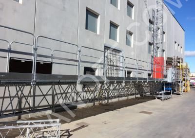 Двухмачтовая фасадная платформа